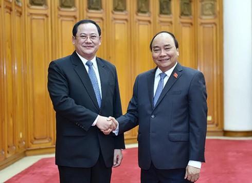PM Vietnam, Nguyen Xuan Phuc menerima Deputi PM Laos Sonsay Siphandone - ảnh 1