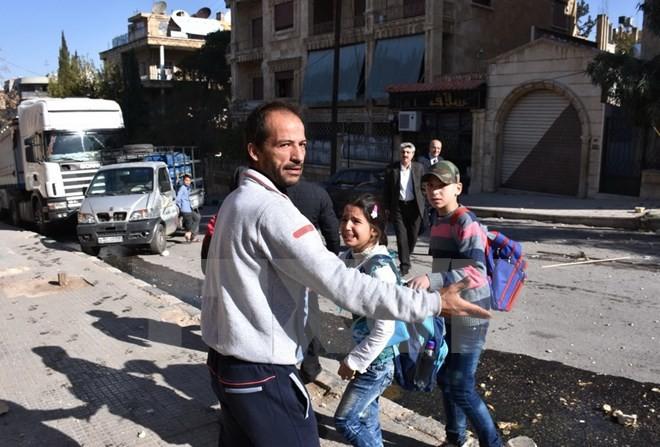 Tentara Suriah terus meminta kepada kaum pembangkang supaya membiarkan warga sipil mengungsi dari kota Aleppo - ảnh 1