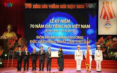 Radio Suara Vietnam 30 tahun pelaksanaan pembaruan- Membangun pola badan multi media yang pertama dari seluruh negeri - ảnh 1