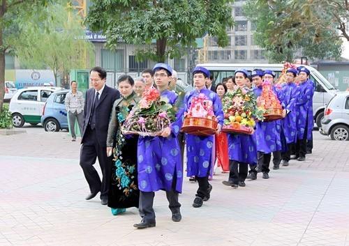 Penjelasan tentang adat istiadat pernikahan di masyarakat Vietnam - ảnh 2