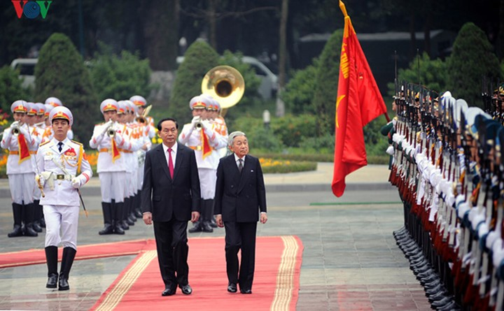 Kaisar dan Permaisuri Jepang melakukan kunjungan Kenegaraan di Vietnam - ảnh 3