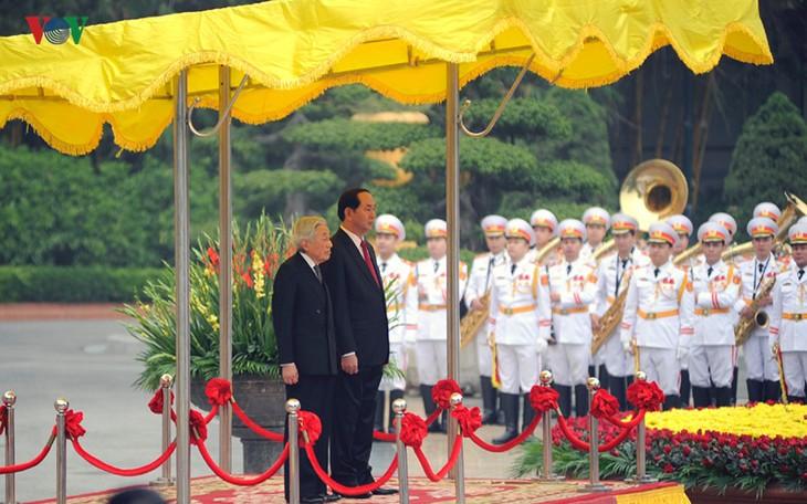 Kaisar dan Permaisuri Jepang melakukan kunjungan Kenegaraan di Vietnam - ảnh 4
