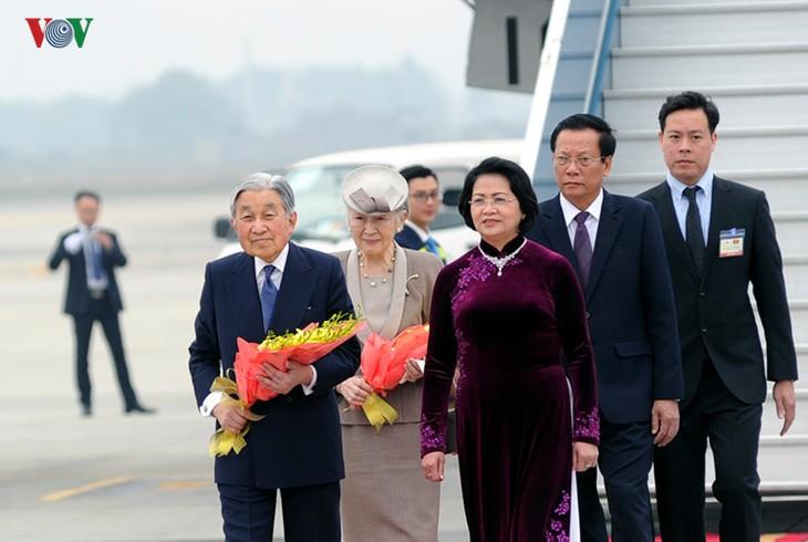 Kaisar dan Permaisuri Jepang melakukan kunjungan Kenegaraan di Vietnam - ảnh 1