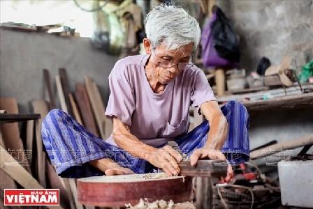 Desa pembuatan instrumen musik Dao Xa, tempat yang menyimpan suara jiwa Vietnam - ảnh 1