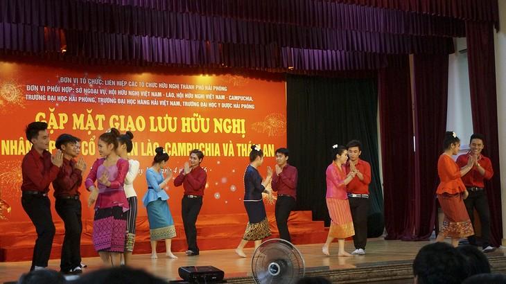Memperkenalkan sepintas lintas tentang  para mahasiswa Laos yang belajar di Vietnam  - ảnh 1
