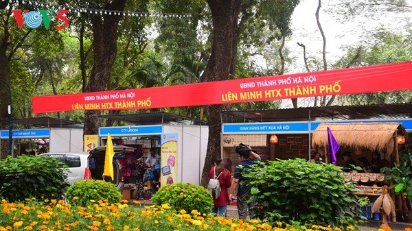 Pembukaan Pekan raya pertama hasil pertanian, kerajinan tangan industri kecil Vietnam - ảnh 2