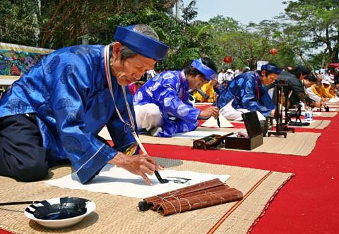 Memperkenalkan sepintas lintas tentang seni kaligrafi di Vietnam - ảnh 1
