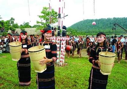Busana dari warga etnis minoritas Xo Dang - ảnh 1