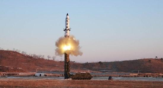 Apakah sanksi bisa membantu membongkar sumbu ledak ketegangan di semenanjung Korea - ảnh 1