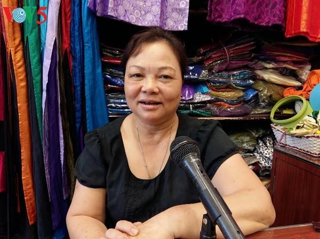 Desa kerajinan pertenunan kain sutra Van Phuc- Tradisi yang sudah ada selama ribuan tahun - ảnh 2