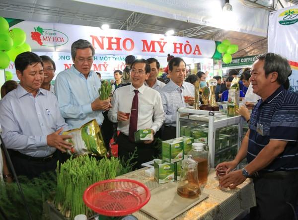 Pembukaan Pekan  Raya Perdagangan-Industri  propinsi Binh Thuan - ảnh 1