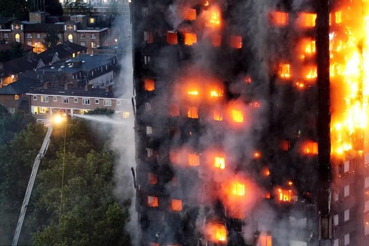 Kebakaran  apartemen di Inggeris: Media memberitakan puluhan orang masih hilang - ảnh 1