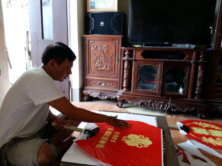 Kerajinan membuat kipas di desa Chang Son - ảnh 2