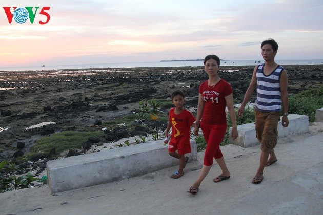 Kehidupan sehari hari di kabupaten pulau Ly Son - ảnh 14
