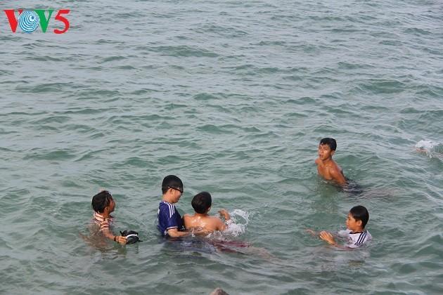 Kehidupan sehari hari di kabupaten pulau Ly Son - ảnh 15