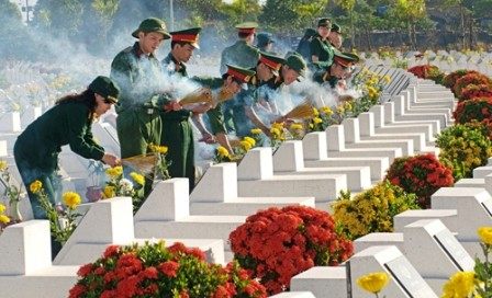 Aktivitas- aktivitas balas budi kepada para prajurit disabilitas dan martir Vietnam - ảnh 1