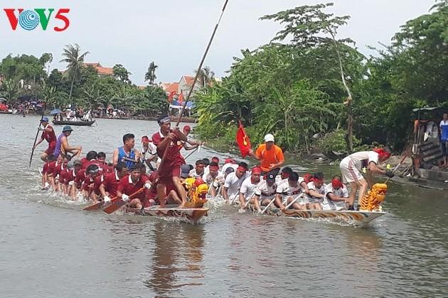 Pesta Turun ke Sawah yang khas dari warga Kotamadya Quang Yen, Propinsi Quang Ninh - ảnh 2