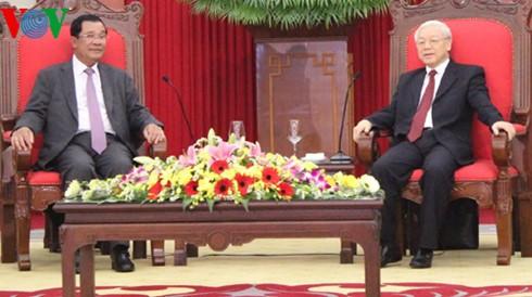 Ketua CPP, Samdech Hun Sen:  Berupaya memperkokoh, mengembangkan solidaritas persahabatan tradisional dan kerjasama komprehensif Vietnam-Kamboja  - ảnh 1