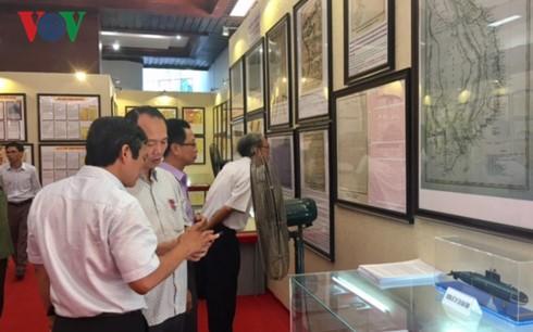 "Pameran peta dan pemajangan dokumen: ""Hoang Sa, Truong Sa wilayah Vietnam: Bukti-bukti sejarah dan hukum "" di propinsi Thua Thien Hue - ảnh 1"