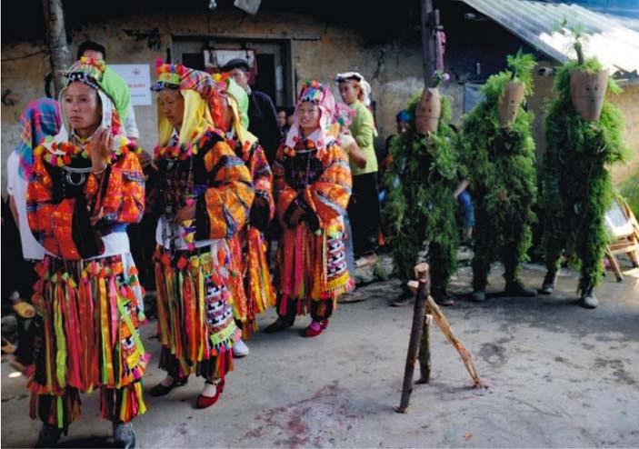 Adat istiadat mengenai upacara pemakaman warga etnis minoritas Lo Lo - ảnh 2