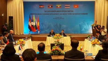 Konferensi Pejabat Senior 5 negara Kamboja, Laos, Myanmar, Thailand dan Vietnam tentang kerjasama ketenaga-kerjaan - ảnh 1