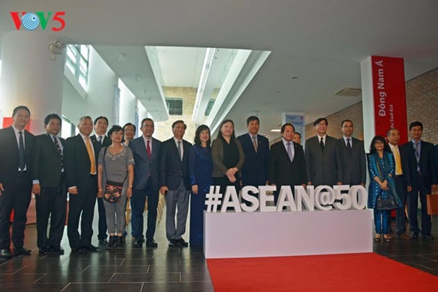 ASEAN-50 tahun musyawarah dan mufakat untuk berkembang - ảnh 18