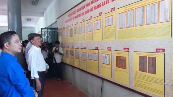 Pameran sosialisasi tentang dua kepulauan Hoang Sa dan Truong Sa wilayah Vietnam - ảnh 1