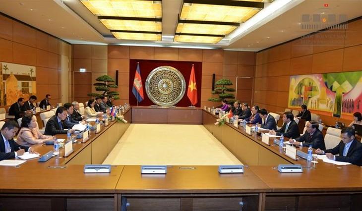 Meningkatkan hasil-guna kerjasama antara dua Parlemen Vietnam-Kamboja - ảnh 1