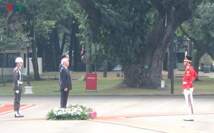Presiden Indonesia, Joko Widodo memimpin upacara penyambutan resmi untuk Sekjen Nguyen Phu Trong - ảnh 4