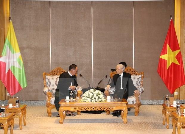 Sekjen KS PKV, Nguyen Phu Trong menerima Pemimpin Partai Liga Nasional Demi Demokrasi - ảnh 1