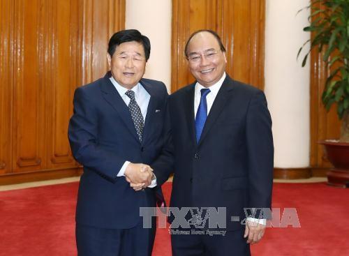 PM Nguyen Xuan Phuc menerima pemimpin Grup ExxonMobil (AS) dan mantan Walikota Osan, Republik Korea - ảnh 2