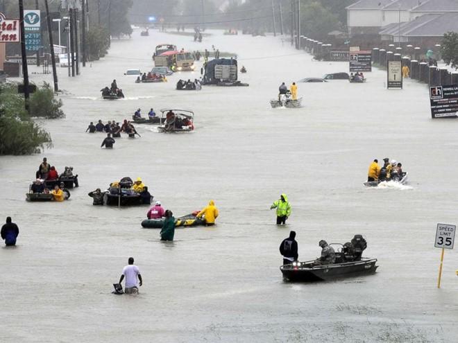 AS: Kota Houston memberlakukan jam malam pasca taupan Harvey - ảnh 1