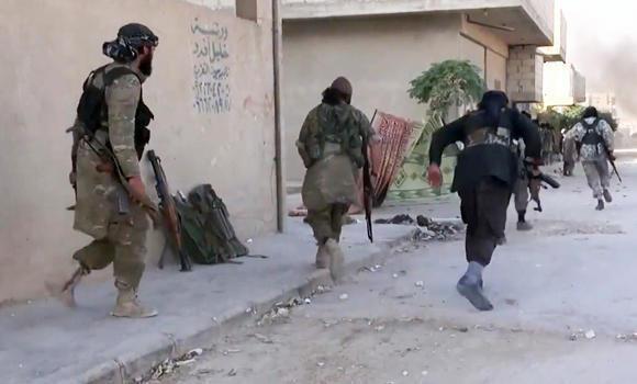 Para benggolan asing dari  IS sedang melarikan diri dari Suriah - ảnh 1
