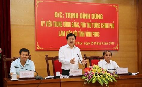 Deputi PM Vietnam, Trinh Dinh Dung melakukan kunjungan kerja di Propinsi Vinh Phuc - ảnh 1