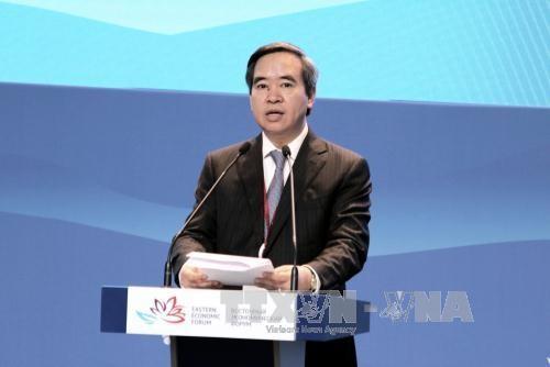 Kepala Departemen Ekonomi KS PKV Nguyen Van Binh membacakan pidato di Forum Ekonomi Internasional Ketimuran ke-3 di Federasi Rusia - ảnh 1