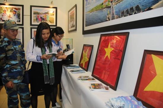 "Pameran: ""Hoang Sa-Truong Sa wilayah Vietnam: Bukti-bukti sejarah dan hukum"" - ảnh 1"