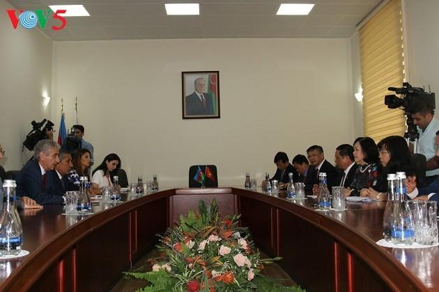 Delegasi anggota Partai Komunis Vietnam melakukan kunjungan di Azerbaijan - ảnh 1