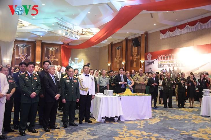 Peringatan ultah ke-72  berdirinya TNI (1945-2017) di Kota Hanoi - ảnh 2