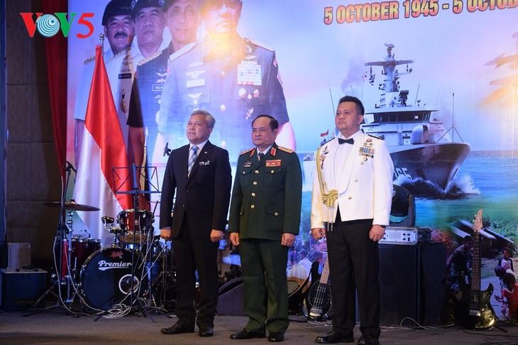 Peringatan ultah ke-72  berdirinya TNI (1945-2017) di Kota Hanoi - ảnh 3