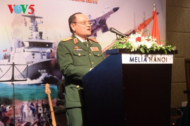 Peringatan ultah ke-72  berdirinya TNI (1945-2017) di Kota Hanoi - ảnh 6