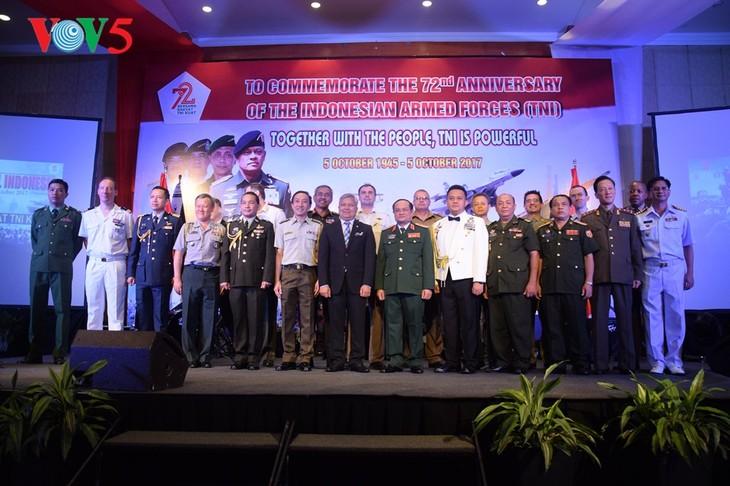 Peringatan ultah ke-72  berdirinya TNI (1945-2017) di Kota Hanoi - ảnh 13