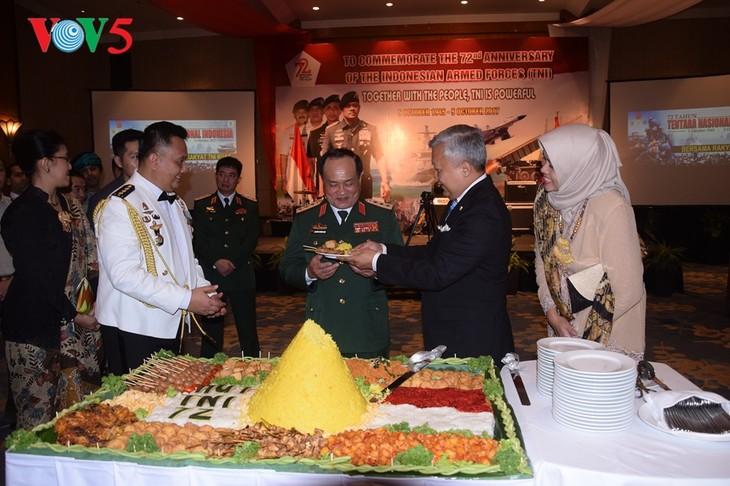 Peringatan ultah ke-72  berdirinya TNI (1945-2017) di Kota Hanoi - ảnh 7