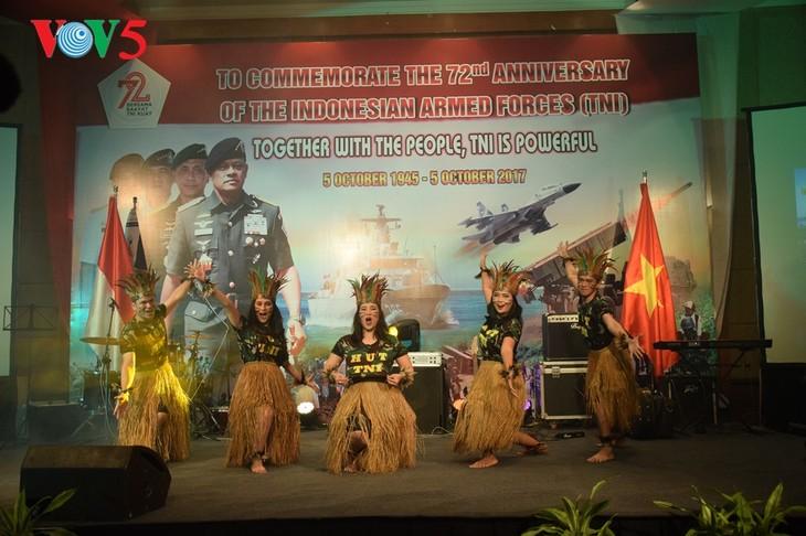 Peringatan ultah ke-72  berdirinya TNI (1945-2017) di Kota Hanoi - ảnh 11