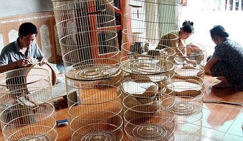 Kerajinan membuat sangkar burung di Desa Canh Hoach - ảnh 1