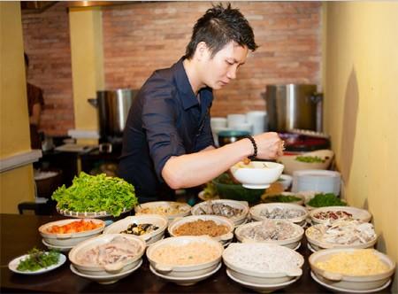 Artisan Nguyen Phuong Hai sangat gandrung merevitalisasi masakan kuno Kota Hanoi - ảnh 2