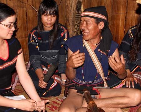 Epos Ba Na, keindahan kehidupan budaya warga etnis minoritas di daerah dataran tinggi Tay Nguyen - ảnh 1