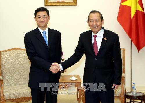 Deputi PM Truong Hoa Binh menerima Deputi Menteri Keamanan Nasional Tiongkok, Tang Chao - ảnh 1