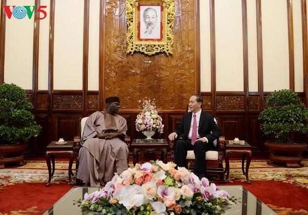 Presiden Vietnam, Tran Dai Quang menerima para Dubes dari Nigeria, Yunani dan AS - ảnh 1