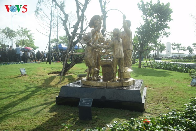 Istimewa-nya Taman patung APEC di Kota Da Nang, Vietnam Tengah - ảnh 11