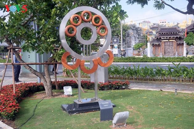 Istimewa-nya Taman patung APEC di Kota Da Nang, Vietnam Tengah - ảnh 12